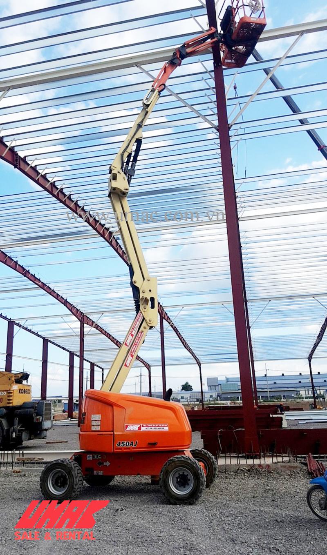 Cho thuê xe nâng người 16 làm việc 450AJ tại dự án Hải Dương